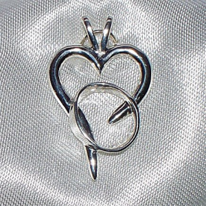 Rebecca's Hope Alzheimer's Awareness Pendant closeup Gardiner's Jewelry